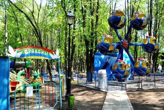 детское колесо обозрения в бабушкинском парке