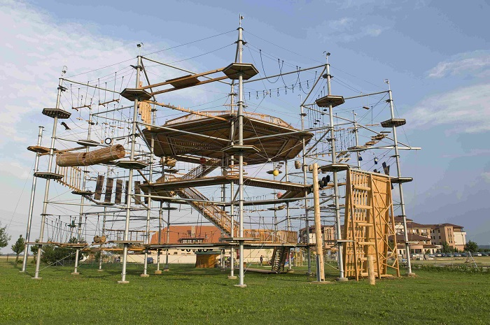 Картинки по запросу Высотный веревочный парк на ВДНХ Sky Town