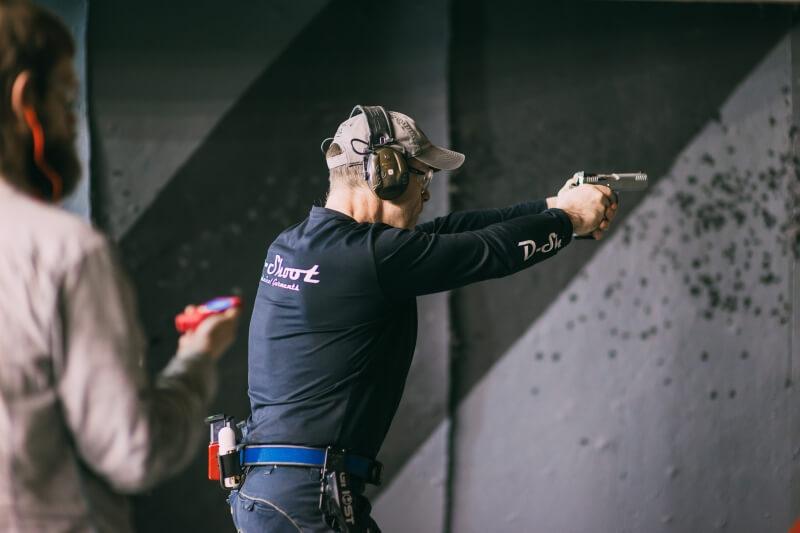 Огнестрельный клуб москва драка в ночном клубе санкт петербурга